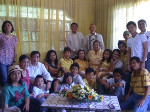 With Mom and Dad, Penan (my brother) and Tetet (my sister-in-law), nephews, nieces, uncle, aunt, and cousins. On my lap is my beloved niece, Téa-pooh. :-)